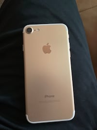 gold iPhone 7 (T-Mobile) Bakersfield, 93309
