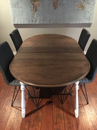 Dining room table +4 chairs