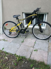 black and yellow full-suspension bike Montréal, H2S 1M4