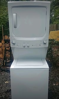 white stackable washer and dryer Alexandria, 22310
