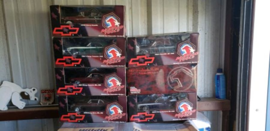 Die cast cars from tool guys (snapon mac) 665ef102-e4cd-4578-ac27-28a22b6a70e0