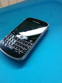 good condition working blackberry bold 9900 Burnaby, V5C 4G8