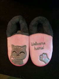 Little girls cat slippers.  Herndon, 20170