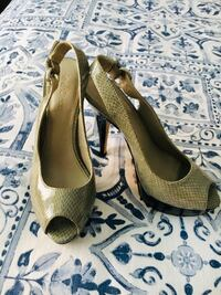 Grey and black heels - size 7 Toronto, M6M 1R1