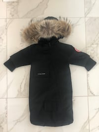 Black Genuine Canada Goose baby bunting bag sz 0-3 months barely used