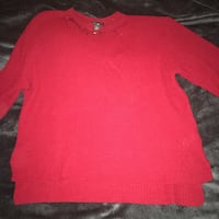 Pull en tricot rouge Paris