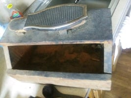 Antique shoe shine box with many old brushes see second pic for brushe