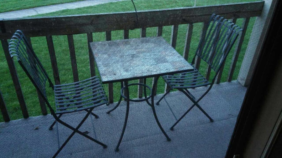 Used patio set dining table for 2 in holland for Used patio dining sets