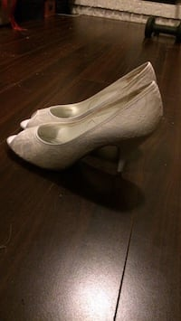 White lace heels Vancouver, V5M 4A3