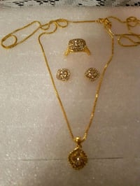NEW  Beautiful jewelry set for $14.