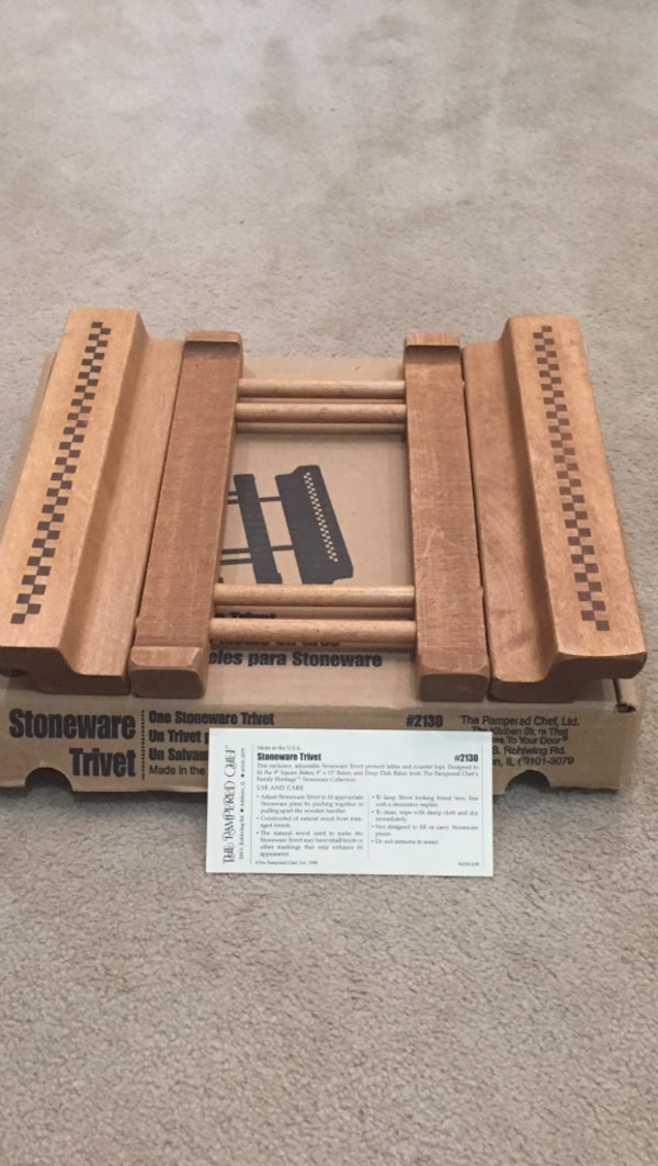 New in box Pampered Chef Stoneware Trivet. Expandable. 1681d252-d37c-4f29-89da-5197c731137a