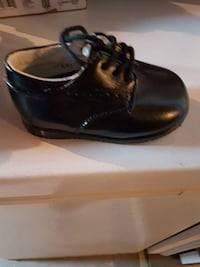 Infant 2 dress shoes  Hamilton, L8S 3B8