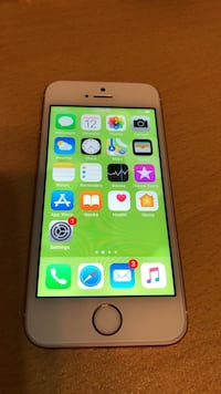 IPhone 5SE in mint condition bought new phone need this one gone. It is iPhone 5SE pink no scratches or marks if any kind please make me an offer it's lock to Rogers but willing to pay to get it unlock
