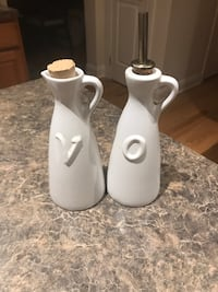 Crate & barrel oil and vinegar bottles Manchester, 06040