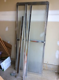 SLIDING BATHTUB DOOR IN CHROME WITH RAIN GLASS AND Hagerstown, 21740