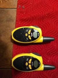 Et par walkie talkies type Binatone MR 150.