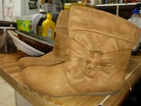 Brand new never worn boots size6 Jeffersonville, 47130