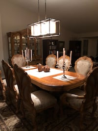 Table with 6 chairs and 2 arm chairs