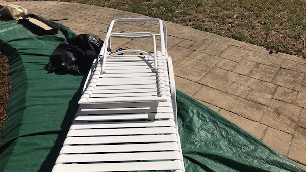 white and gray metal bed frame cfb162a1-a504-4507-bc62-bf5399e29c1b