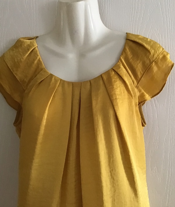 Willi Smith gold crop sleeve top size small