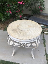 End table Palmdale, 93550