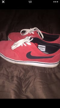 red-and-white Nike low-top sneakers SYCAMORE