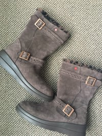 UCG winter boots - Leather, NEW never worn Brown, size 8 Lexington, 02421