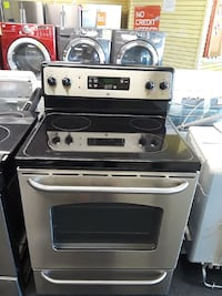 Stainless steel GE electric stove in excellent con Randallstown