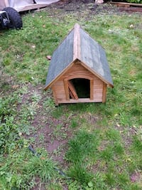 brown and gray wooden doghouse Langley, V2Y 1B5