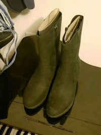 pair of black suede boots uggs waterproof jouley  Dumfries, 22026