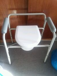 Bedside Gray & White Commode chair Chicago, 60615