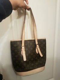 LV Purse **delivery  Langley City, V2Y 1W9