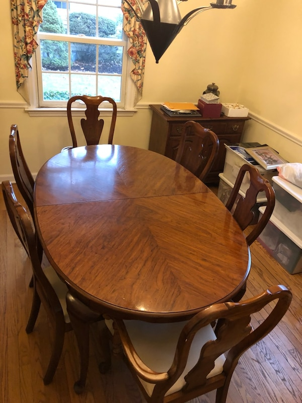 Drexel Heritage Dining Table And Chairs