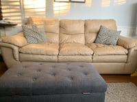 Cozy leather couch  Vaughan, L4J 5C4