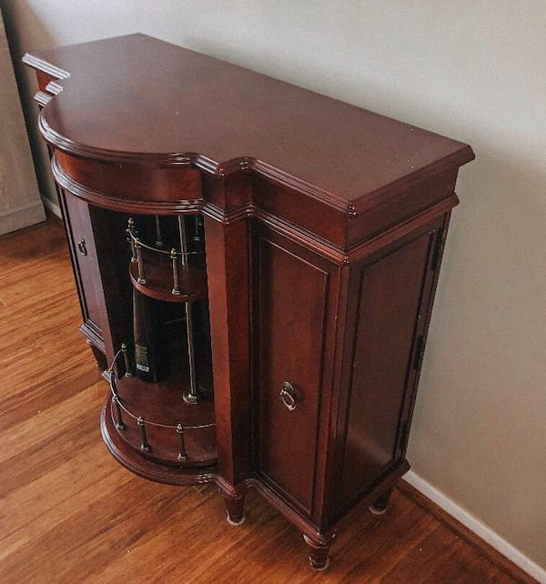 LIKE-NEW CHESTNUT BROWN CHIC BOTTLE CABINET - mint condition! eeb2bd2d-cb78-4dca-9f7f-530bad99adaf