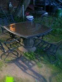 Outside patio table n chairs York, 17404