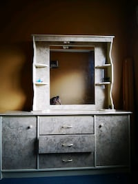 Bedset - side table, Mirror, chest Toronto, M2N 6K1