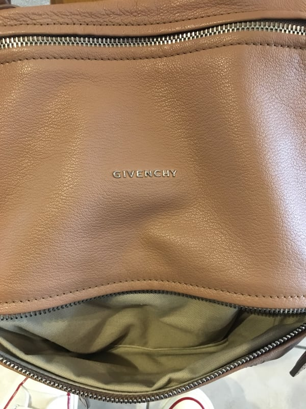 Like new authentic Givenchy med Pandora in sugar goatskin leather ce45499e-06cd-4198-8080-1ca425146437