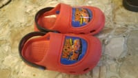 red-and-black Disney Pixar Cars Lightning McQueen rubber clogs