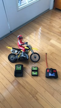Remote controlled dirt bike with battery and charger Cedar Falls, 50613