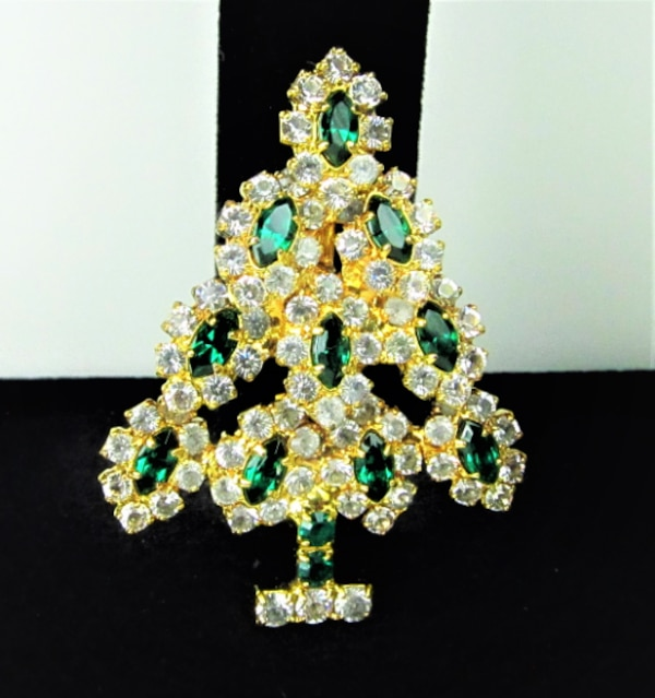 Vintage Franklin Mint Gold Tone Green and Rhinestone Christmas Tree Br 78e5dea1-32a1-4cb1-9aec-355807449178