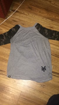 Camo sleeved zoo York t-shirt XS Kelowna, V1X 2W9