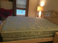 2 queen mattress set and mattress pad. Bridgeville