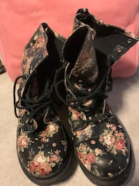 Women's boots Central Islip, 11722