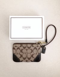 Coach Monogram small wristlet- used only a few times Mississauga, L5M 0C5