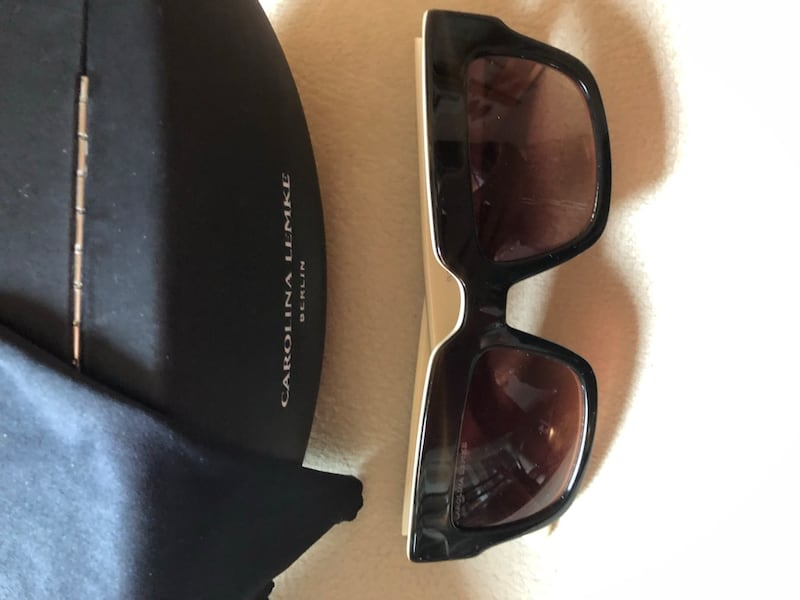 Ladies Sunglasses in perfect condition 10b52509-eae7-4785-a667-8ea1434ffe88