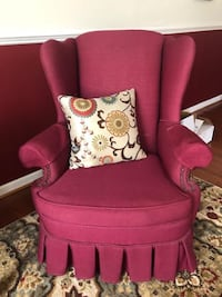 Set of 2 high back chairs by Pennsylvania House null