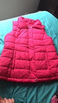 Pink puffer vest XL never been used Falls Church, 22043