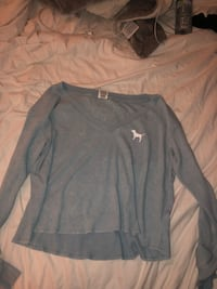 gray scoop-neck long-sleeved shirt Belleville, K8N