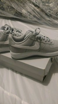 Air force 1 size 9 men. And headphones Chicago, 60617